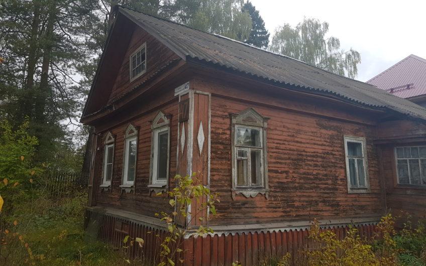 Дом с участком на берегу реки