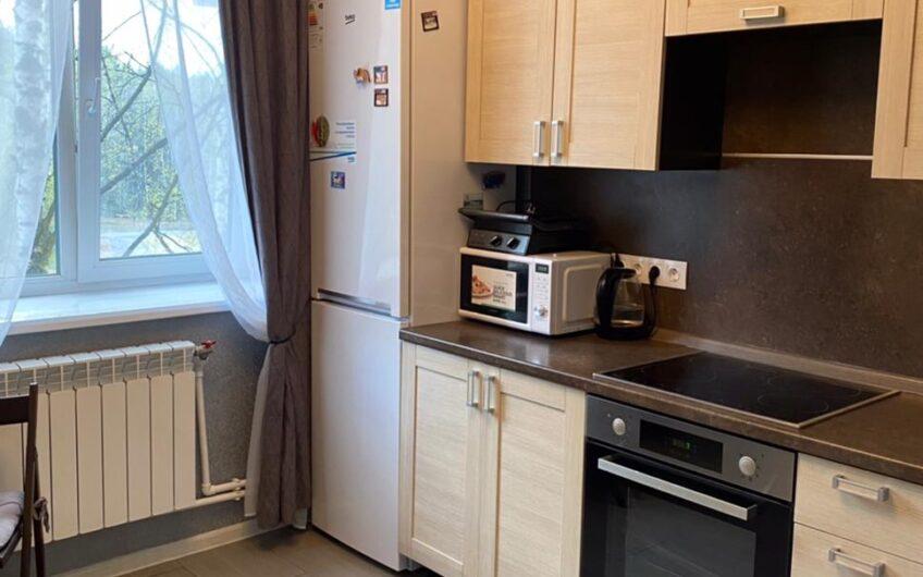 Продается 1-ая квартира улучшенной планировки.